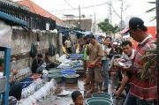 Langgar PSBB, Ratusan Motor Terparkir di Pasar Balimester Jatinegara Dicabut Pentil