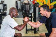 Latihan Bareng Klitschko, Pukulan Holyfield Kian Mantap