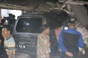 1 Balita Tewas Diduga Tertabrak Mobil Polisi yang Menghantam Rumah