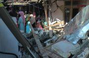 Mobil Kapolsek Gunem Tabrak Teras Rumah Warga, Diduga Dipicu Miras