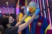Galang Dana untuk Perangi Covid-19, Barcelona Jualan Masker Kain