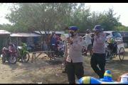 Polisi Bubarkan Wisatawan yang Berlibur di Pantai Karangsong Indramayu