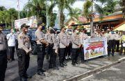 Serentak, Polres Toraja Beri Bantuan Pangan ke Warga Terdampak COVID-19