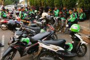 Sambut New Normal, Penumpang Ojol Diminta Bawa Helm Sendiri