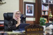Momen Kangen-kangenan Menteri Ida Fauziah dengan Pegawai Kemenaker