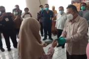Dinyatakan Sembuh, Pasien Corona di Tasikmalaya Dapat Sertifikat Sehat