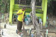 Cerita Penjaga Makam di Kendal yang Tak Mendapat Bantuan Pemerintah