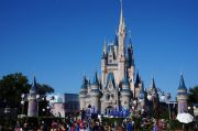 Disney World Akan Kembali Dibuka Bertahap