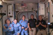 Sampai di ISS, Dua Astronot NASA Sebut Kapsul SpaceX Crew Dragon Nyaman