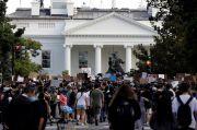 Ribuan Demonstran Bertahan di Gedung Putih, Abaikan Jam Malam
