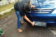 Tutup Pelat Nomor Mobil Hindari Cek Poin, Pengemudi Kena Push Up