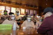 Asyik Nongkrong di Cafe, 12 Orang Reaktif Saat Rapid Test