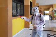 Persiapan Masuk Sekolah, Pemkot Jaktim Mulai Semprotkan Disinfektan di Sekolah-sekolah