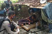 Anggota Polri/TNI Selamatkan Wanita Depresi yang Melahirkan di Kebun Kosong
