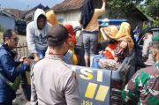 Akses Jalan Terendam Banjir, Polisi dan TNI Evakuasi Warga