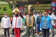 Danjen Kopassus Salurkan Bansos ke Komunitas Papua Terdampak Covid-19