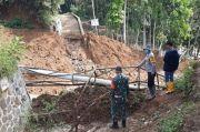 Baru 3 Bulan, Jembatan Dana Desa Rp51 Juta Hancur Diterjang Longsor