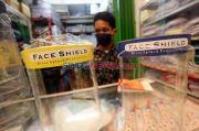 Perumda Pasar Jaya Bagikan 80.000 Face Shield ke Pedagang Pasar Tanah Abang
