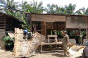 Resahkan Warga, Warung Tuak di Bantaran Sungai Dibongkar