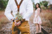 Delapan Cara Unik dan Ilmiah yang Bisa Bikin Pria Jatuh Hati