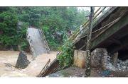 Diterjang Banjir Bandang, Jembatan Antardesa di Tasikmalaya Ambruk
