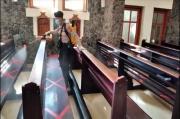 Polda Maluku Utara Sterilkan Gereja dan Masjid Pakai Disinfektan