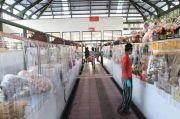 Ciptakan Rasa Aman di Masa Pandemi, Pasar Rakyat di Denpasar Memasang Pembatas Plastik