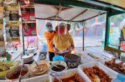 Sambut New Normal, Baguna PDIP Jatim Bagi Face Shield ke Pedagang Pasar