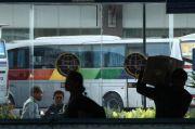 Surat-surat Kedaluwarsa, Bus dan Travel Dikandangkan