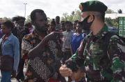 Tangis Haru Warga Papua Lepas Kepulangan Prajurit Kostrad