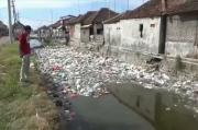 Miris, Ada Sungai Sampah di Pesisir Pantai Utara Pasuruan