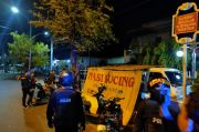 Tak Jaga Jarak, Polisi Bubarkan Kerumunan Pemuda di Warung