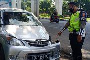 Diduga Pecah, Mobil Pelajar Tabrak Pemotor hingga Tewas