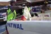 Korban Banjir Bandang di Wajo Terima Bantuan Paket Sembako dari Polres
