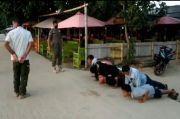 Tak Pakai Masker, Pengunjung Pantai Telukawur Dihukum Push Up