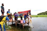 Peringati Hari Bhayangkara ke-74 Kapolda Kepri Tabur 50.000 Bibit Ikan