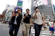 Kota di Jepang Ini Larang Orang Gunakan Ponsel Sambil Berjalan