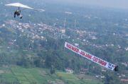 Lanud Adisutjipto Sosialiasikan Protokol New Normal Melalui Banner Flight