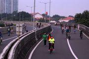 Asyik, Pesepeda dan Warga Berolahraga di JLNT Antasari