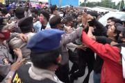 Demo Tolak TKA China Gelombang 2 Ricuh, Massa Bentrok dengan Polisi