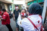 Bantu Risma Tangani COVID-19, PDIP Surabaya Bagikan Ribuan Masker