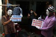 Pantomim, Cara Unik Warga Surabaya Hibur Warga yang Isolasi Mandiri