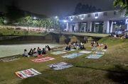 Nikmati Udara Malam di BKT, Warga Disuguhkan Wisata Busa Limbah
