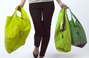 Masih Pakai Kantong Plastik, Minimarket atau Pasar Akan Dicabut Izin Usahanya