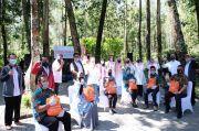 IIK-Perhutani Salurkan Bantuan Sembako untuk Mitra Kerja Terdampak Pandemi