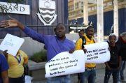 Demonstran Tolak Afrika Jadi Tempat Percobaan Calon Vaksin Covid-19