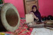 Kisah Mak Titi, Perajin Anyaman Bambu di Nagrog Purwakarta yang Mulai Dilupakan