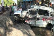 Balita Tewas Mengenaskan usai Mobilnya Ditabrak Kereta Api