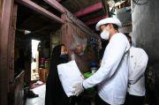 Relawan Indonesia Bersatu Bagikan Bansos ke Warga Bantaran Ciliwung