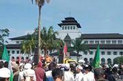 Demo RUU HIP di Gedung Sate, Orator Desak Pemerintah Terapkan Hukum Islam
